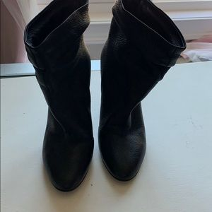 Gorgeous Burberry Epworth leather ankle boot 39.5